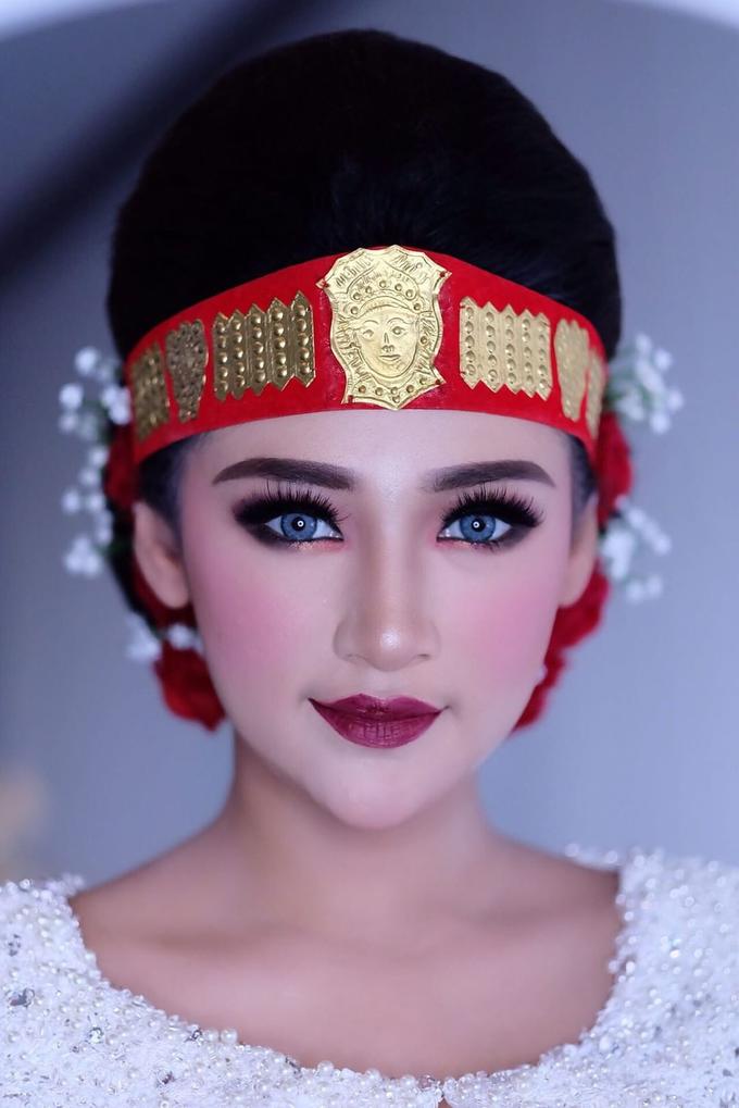 Bold makeup by ellaqueenmakeup - 004