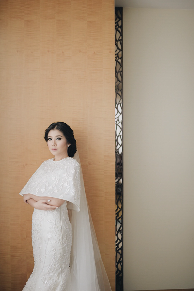 Two-in-one-Look Wedding of Fena & Billy by Elsie Chrysila Brides - 002