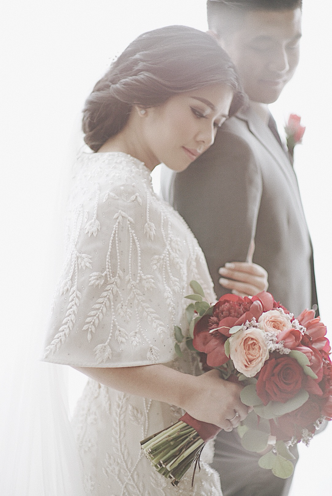 Two-in-one-Look Wedding of Fena & Billy by Elsie Chrysila Brides - 003