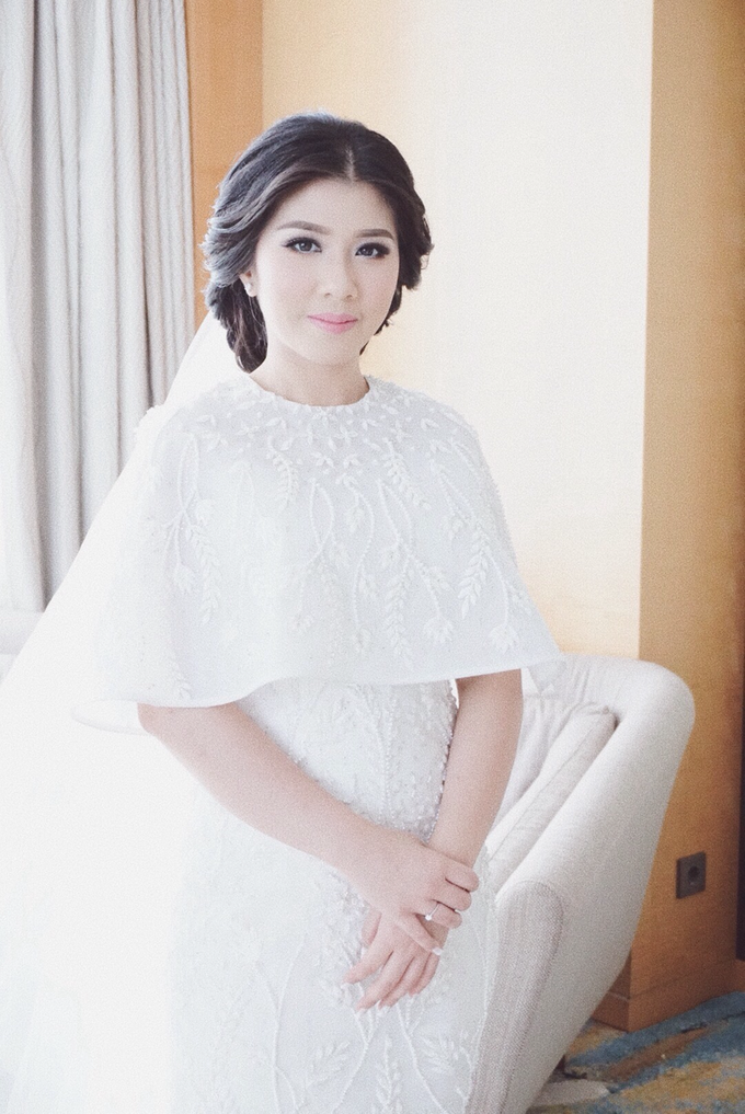 Two-in-one-Look Wedding of Fena & Billy by Elsie Chrysila Brides - 009