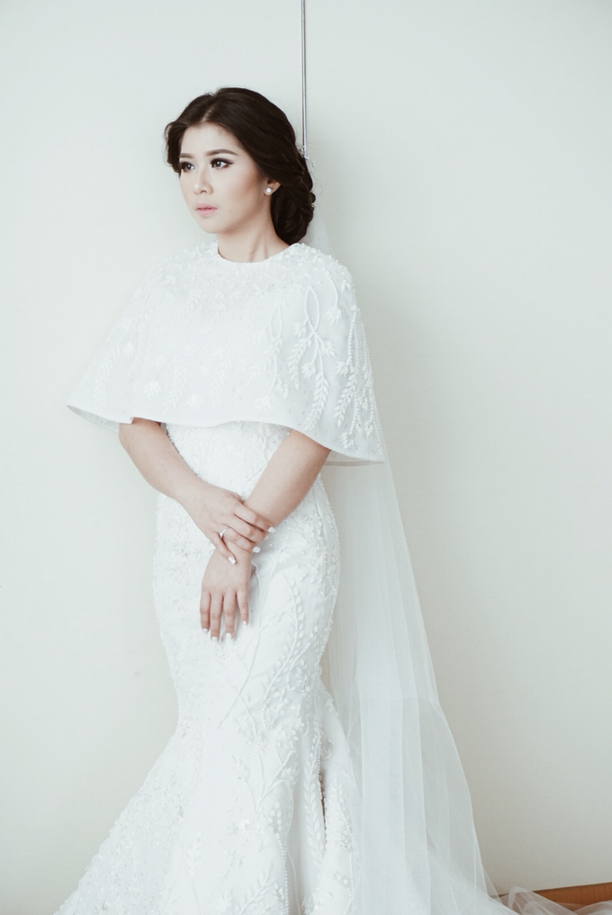 Two-in-one-Look Wedding of Fena & Billy by Elsie Chrysila Brides - 011