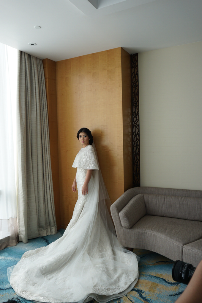 Two-in-one-Look Wedding of Fena & Billy by Elsie Chrysila Brides - 013