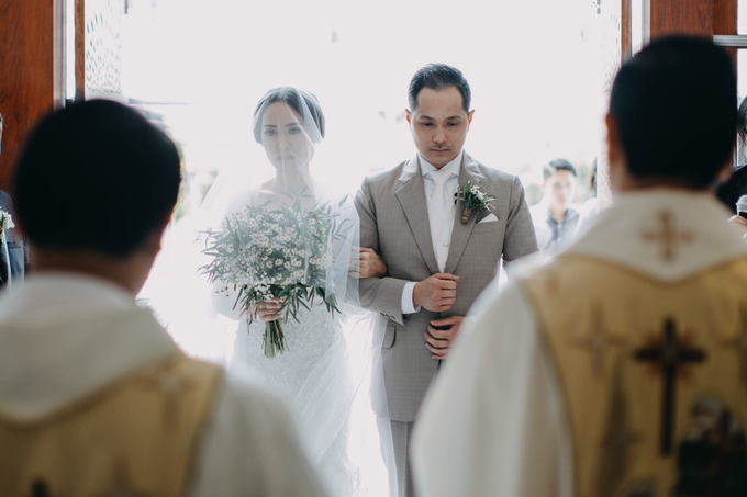 3 in 1 Look Raissa & Daniel Bali Wedding by Elsie Chrysila Brides - 003