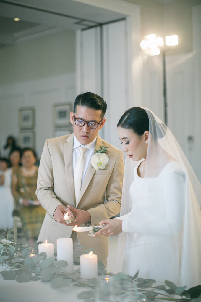 Classic White Wedding of Rio & Jess by Elsie Chrysila Brides - 015