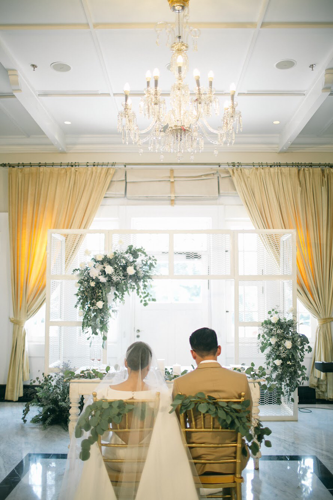 Classic White Wedding of Rio & Jess by Elsie Chrysila Brides - 027