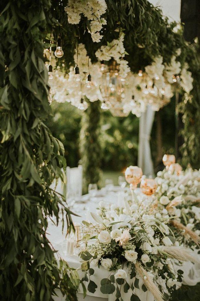 Minimalist & Classic Decoration by Bali Izatta Wedding Planner & Wedding Florist Decorator - 003