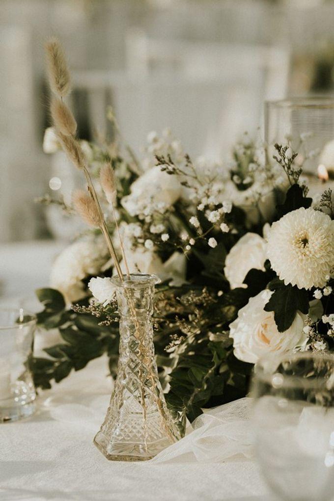 Minimalist & Classic Decoration by Bali Izatta Wedding Planner & Wedding Florist Decorator - 001