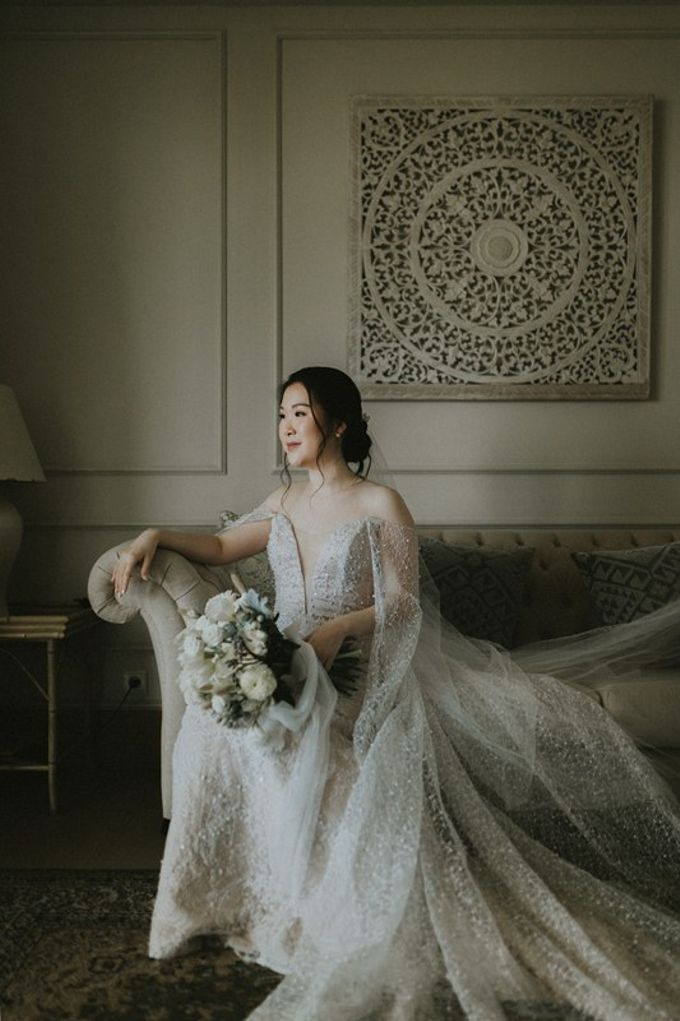 Minimalist & Classic Decoration by Bali Izatta Wedding Planner & Wedding Florist Decorator - 002