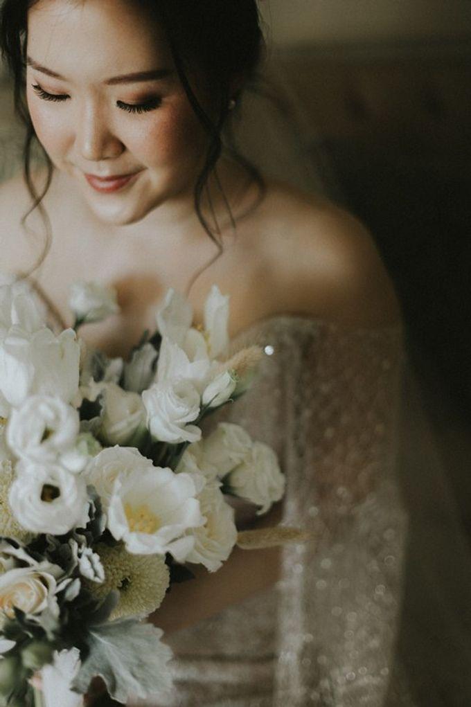 Minimalist & Classic Decoration by Bali Izatta Wedding Planner & Wedding Florist Decorator - 006
