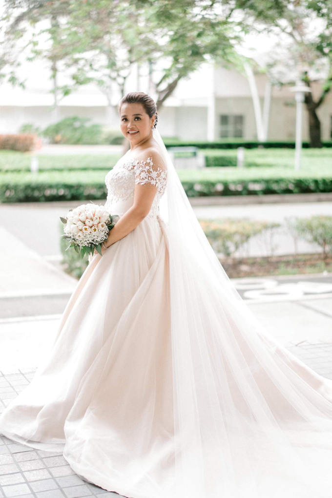 Bride Trishia and her entourage by Emil Ocampo Fashion House - 001