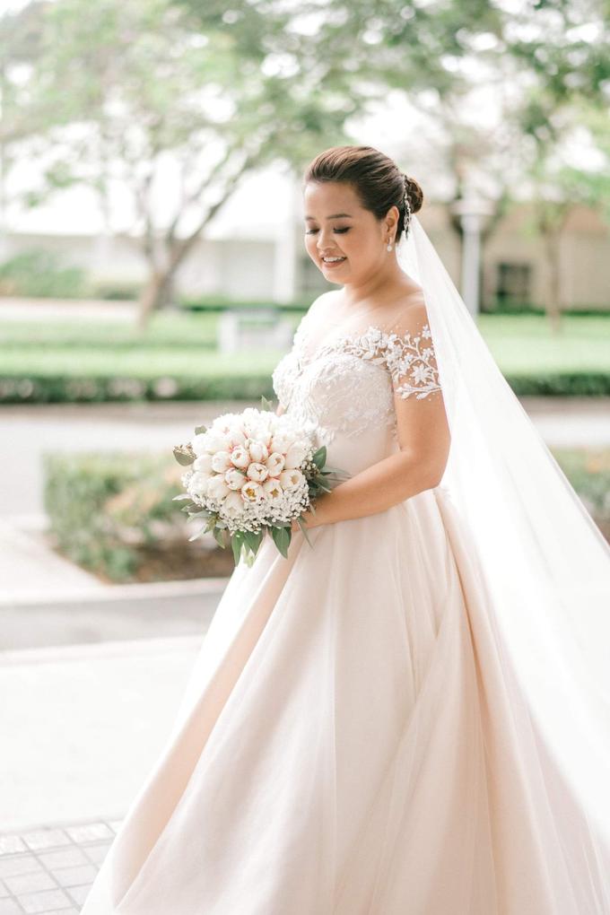 Bride Trishia and her entourage by Emil Ocampo Fashion House - 002