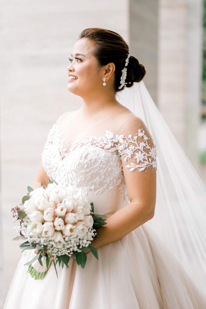 Bride Trishia and her entourage by Emil Ocampo Fashion House - 005