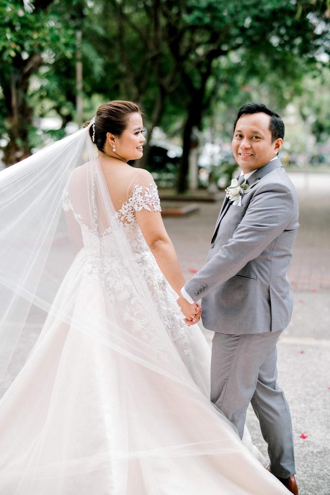 Bride Trishia and her entourage by Emil Ocampo Fashion House - 011