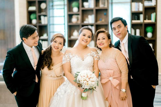 Bride Trishia and her entourage by Emil Ocampo Fashion House - 012