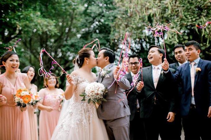Bride Trishia and her entourage by Emil Ocampo Fashion House - 013