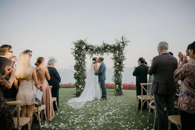 Lisa & Alessio Wedding by THE UNGASAN CLIFFTOP RESORT BALI - 011