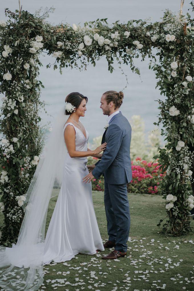 Lisa & Alessio Wedding by THE UNGASAN CLIFFTOP RESORT BALI - 012