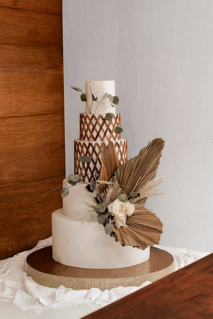 rattan weave and dried palm trees - modern heritage by KAIA Cakes & Co. - 001