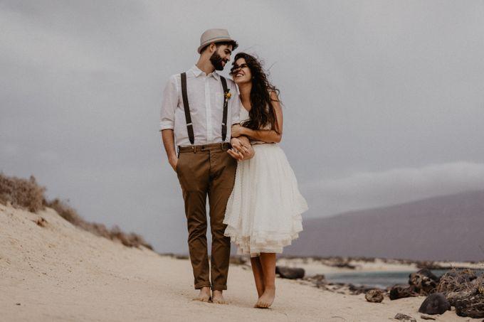 Miriam and Eduardo in La Graciosa by Erik Winter - 012