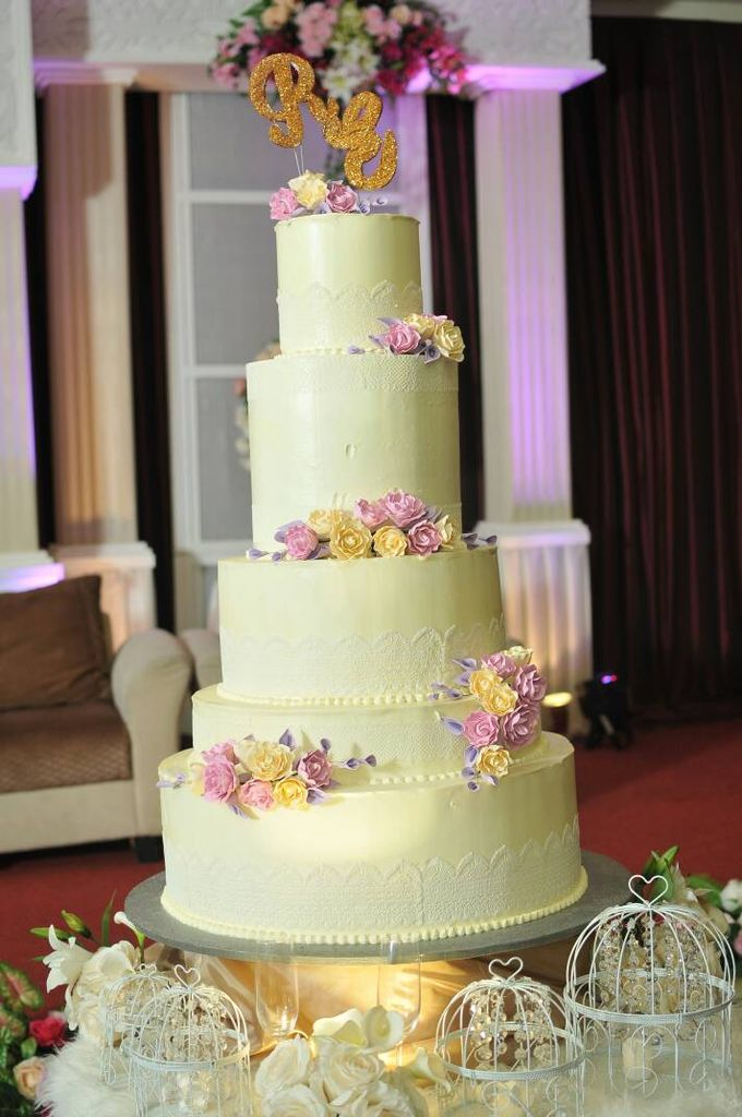 5 Tier Wedding Cake by Uci Bakery - 003