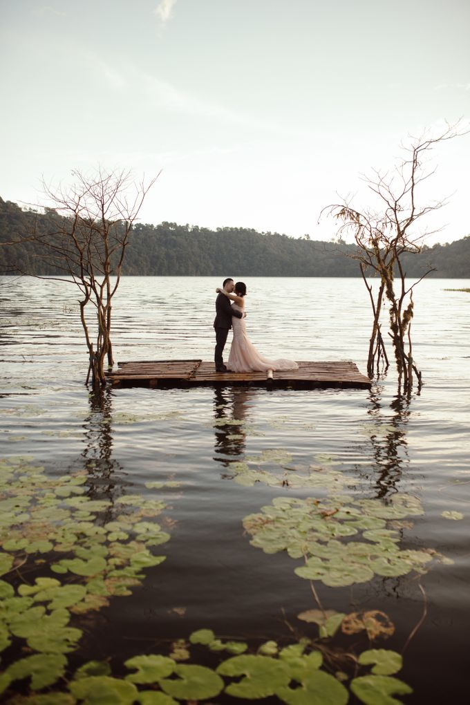 Exquisite Lake & Forest Prewedding of Evita & Benny in Bali by fire, wood & earth - 002