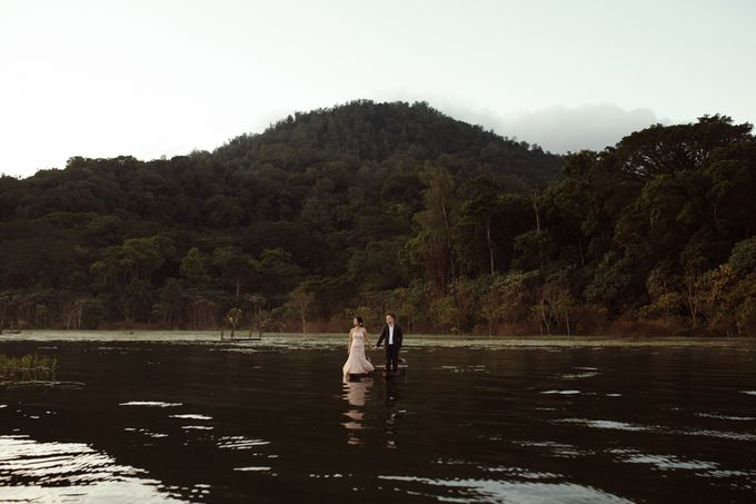 Exquisite Lake & Forest Prewedding of Evita & Benny in Bali by fire, wood & earth - 001