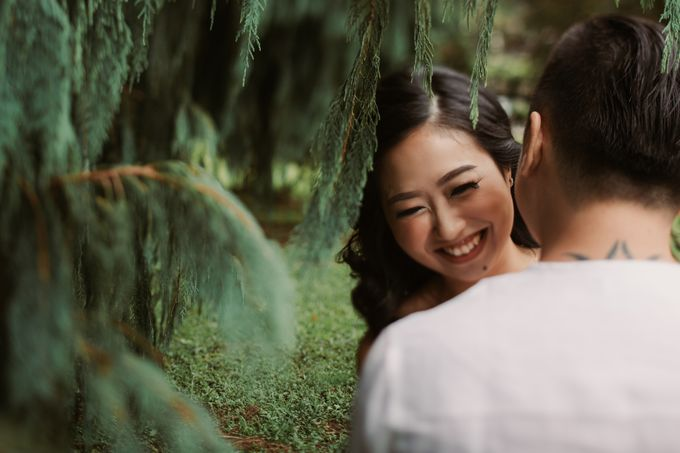 Exquisite Lake & Forest Prewedding of Evita & Benny in Bali by fire, wood & earth - 016