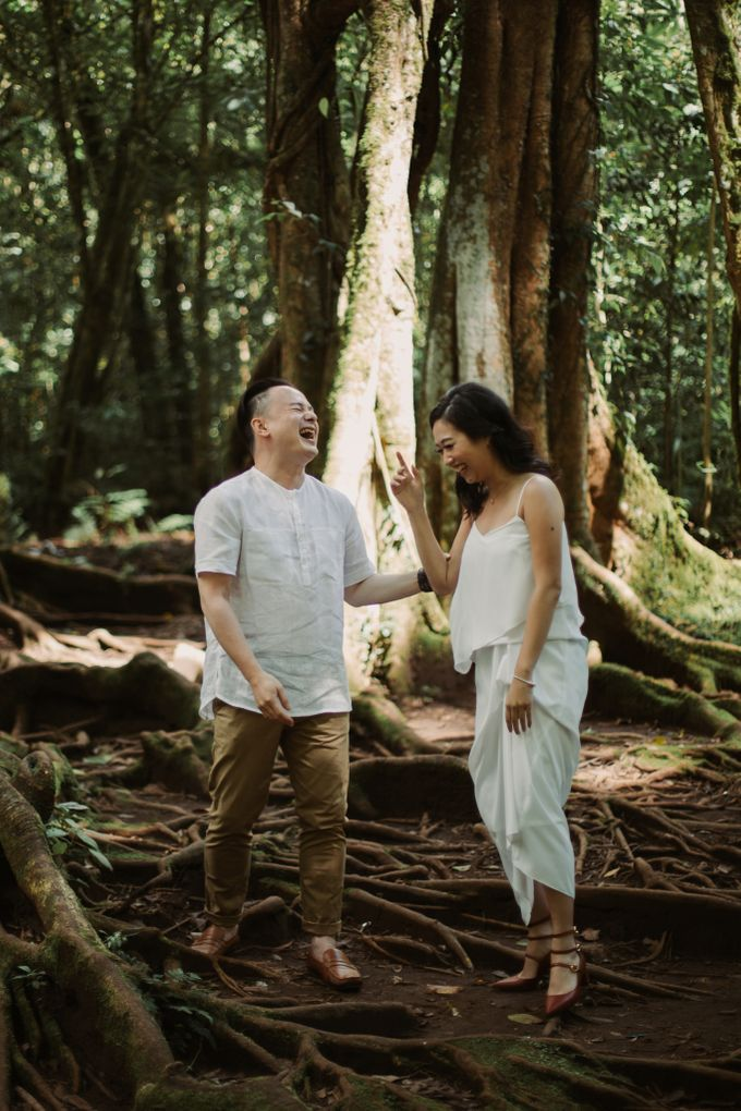 Exquisite Lake & Forest Prewedding of Evita & Benny in Bali by fire, wood & earth - 021