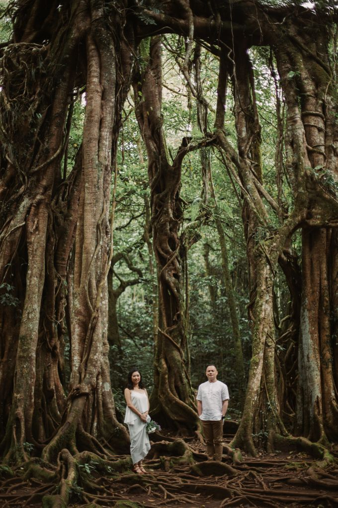 Exquisite Lake & Forest Prewedding of Evita & Benny in Bali by fire, wood & earth - 022