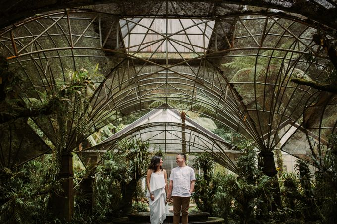 Exquisite Lake & Forest Prewedding of Evita & Benny in Bali by fire, wood & earth - 023