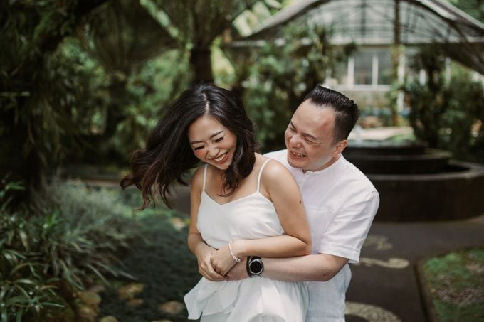 Exquisite Lake & Forest Prewedding of Evita & Benny in Bali by fire, wood & earth - 026