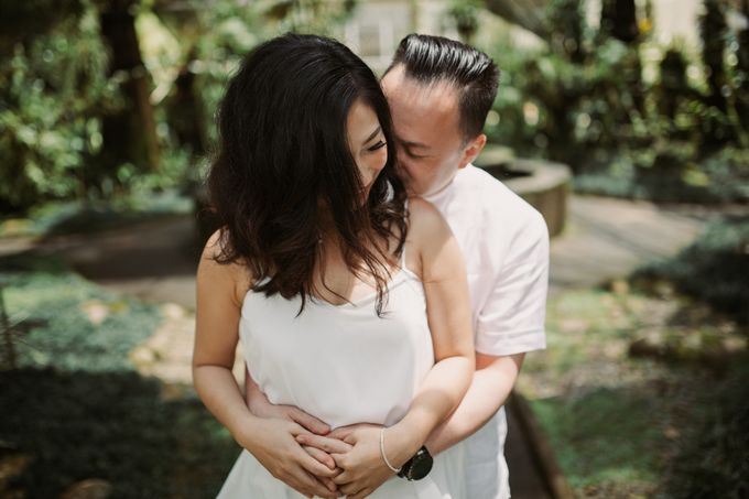 Exquisite Lake & Forest Prewedding of Evita & Benny in Bali by fire, wood & earth - 027