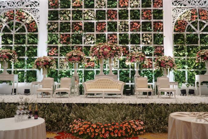 Skenoo Hall - Various Wedding Stage Decoration at Skenoo Hall Emporium Pluit by IKK Wedding Venue - 006