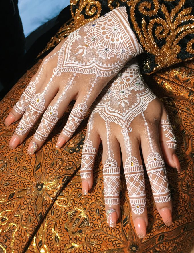 White henna for traditional javanese wedding by Nirvana Henna by Shinta - 004