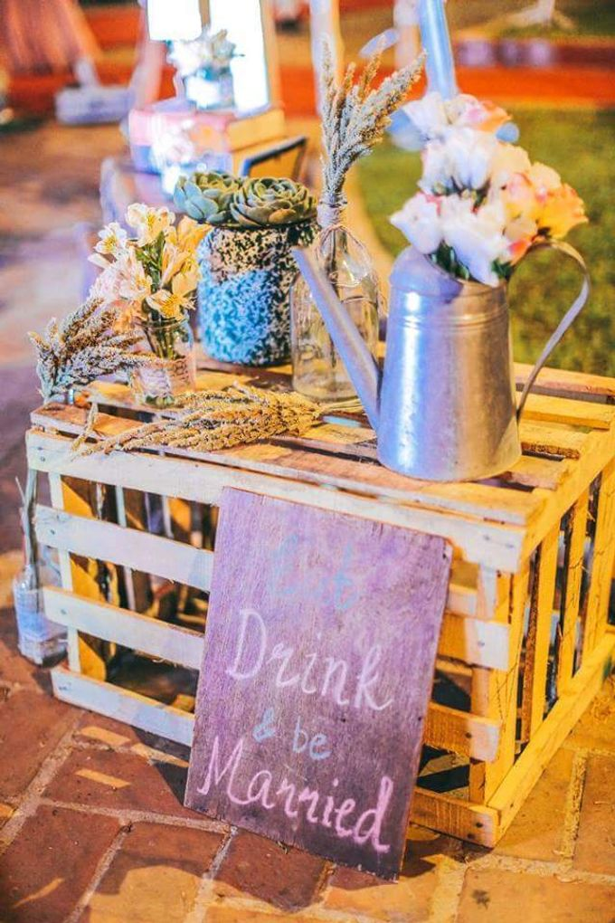 Rustic Vintage Wedding (photos By Dream Catchers) by Kathryn's Passion - 025