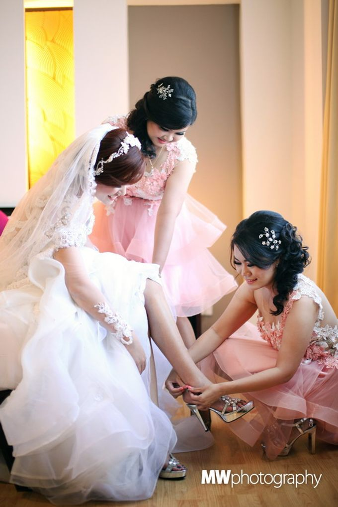Beautiful Wedding at Mercure Hotel Surabaya by Five Stars Wedding Organizer by GOTAN Dance Project - 007