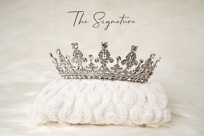 Crown by  'The Signature' by Faye Wedding - 005