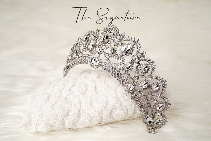 Crown by  'The Signature' by Faye Wedding - 001
