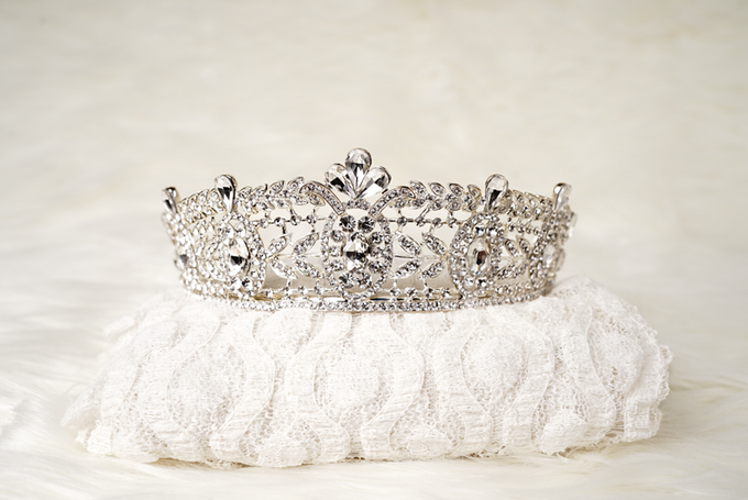 Crown by  'The Signature' by Faye Wedding - 017