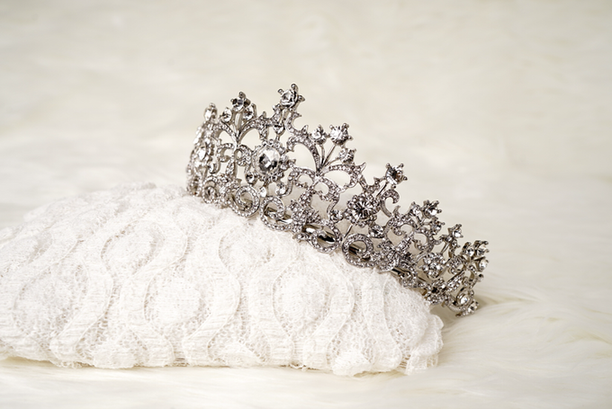 Crown by  'The Signature' by Faye Wedding - 016