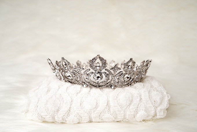 Crown by  'The Signature' by Faye Wedding - 018