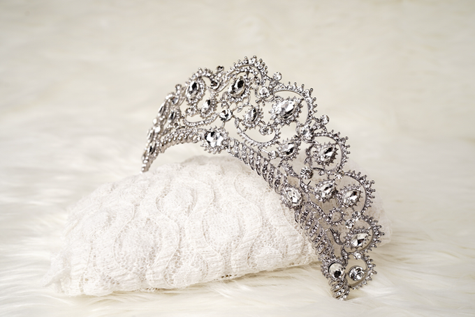Crown by  'The Signature' by Faye Wedding - 025