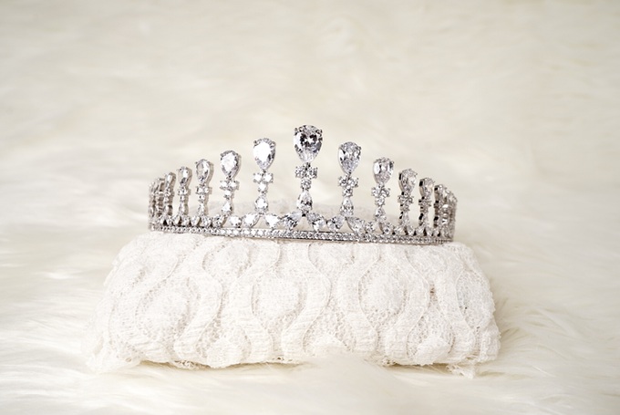 Crown by  'The Signature' by Faye Wedding - 027