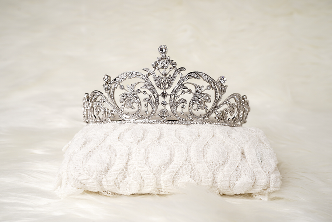 Crown by  'The Signature' by Faye Wedding - 028