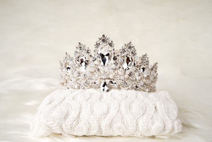 Crown by  'The Signature' by Faye Wedding - 030