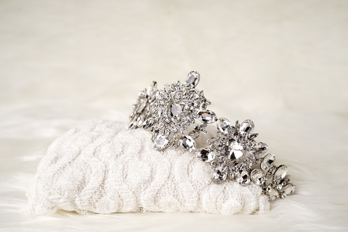 Crown by  'The Signature' by Faye Wedding - 032