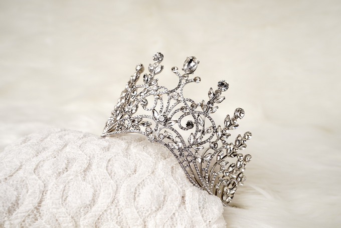 Crown by  'The Signature' by Faye Wedding - 033