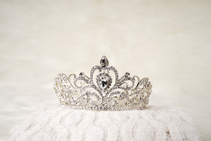 Crown by  'The Signature' by Faye Wedding - 038