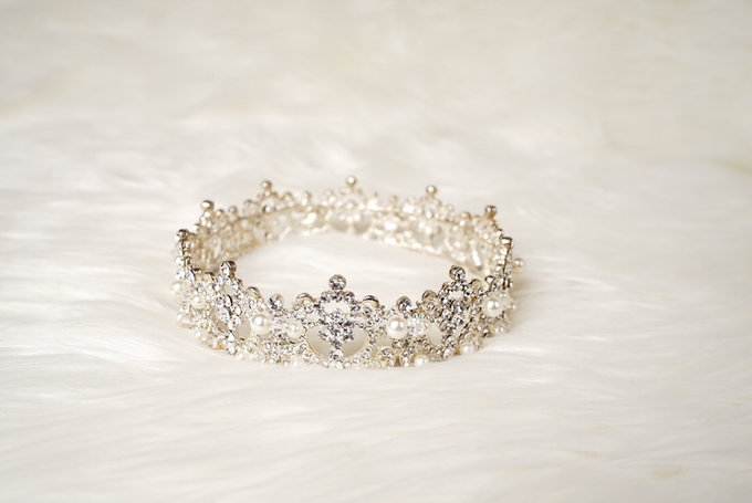 Crown by  'The Signature' by Faye Wedding - 039