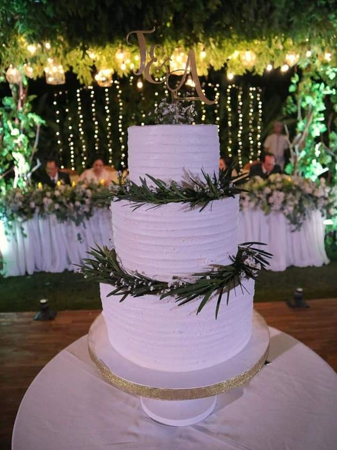 The Wedding Cake Of Timothy & Amydhea by Moia Cake - 001